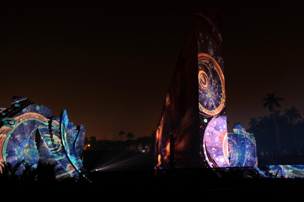 julia-dantonnet-2013-jantar-mantar-luminocity-video-08