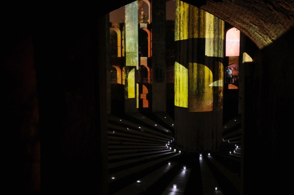 julia-dantonnet-2013-jantar-mantar-luminocity-video-09